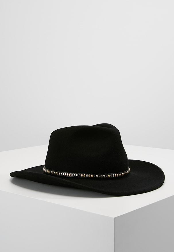 chapeau homme moderne