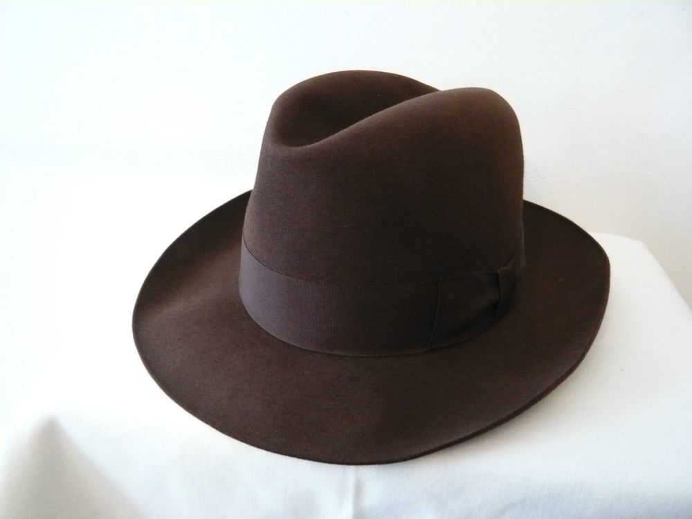 chapeau willoughby